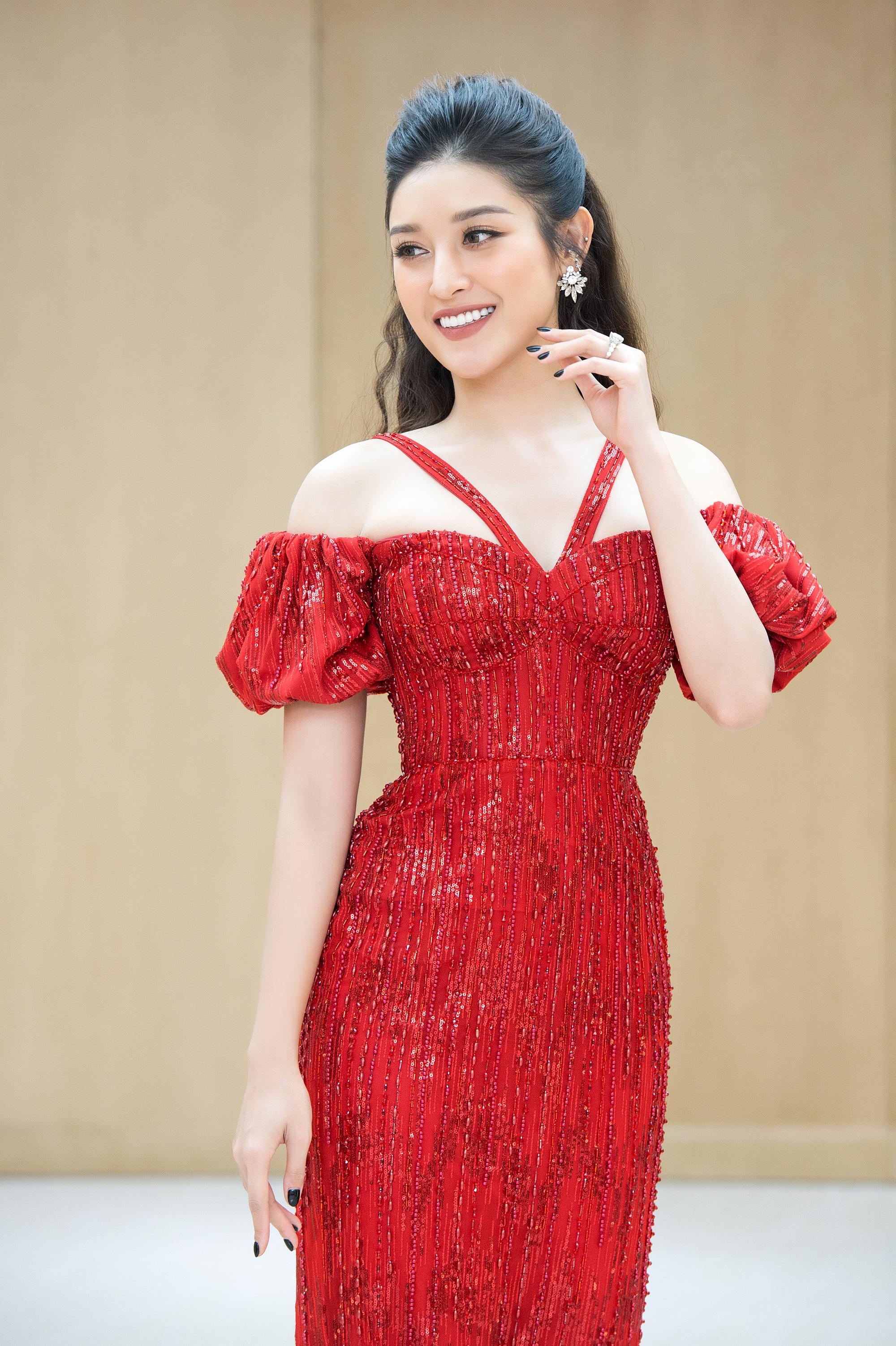 """Midu hiếm hoi diện đồ nóng bỏng liền bị """"soi"""", Ngọc Trinh dẫn đầu top sao mặc đẹp tuần qua - Ảnh 1."""