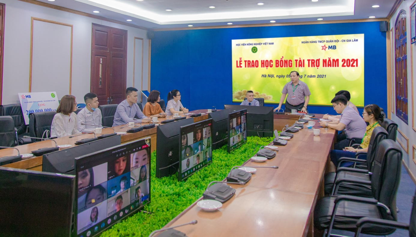 MB 200 triệu đồng học bổng cho Học viện Nông nghiệp Việt Nam - Ảnh 1.