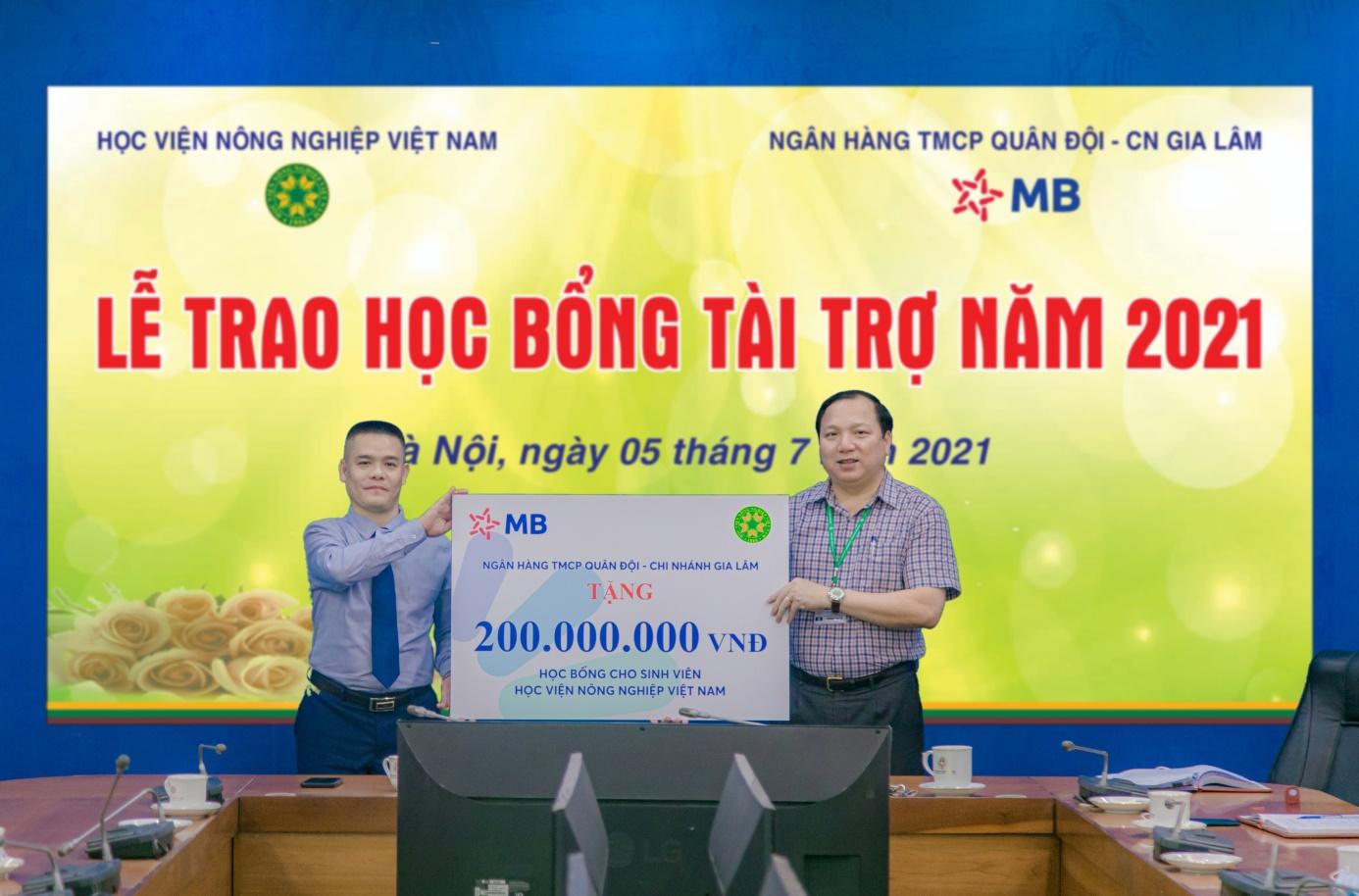 MB 200 triệu đồng học bổng cho Học viện Nông nghiệp Việt Nam - Ảnh 3.
