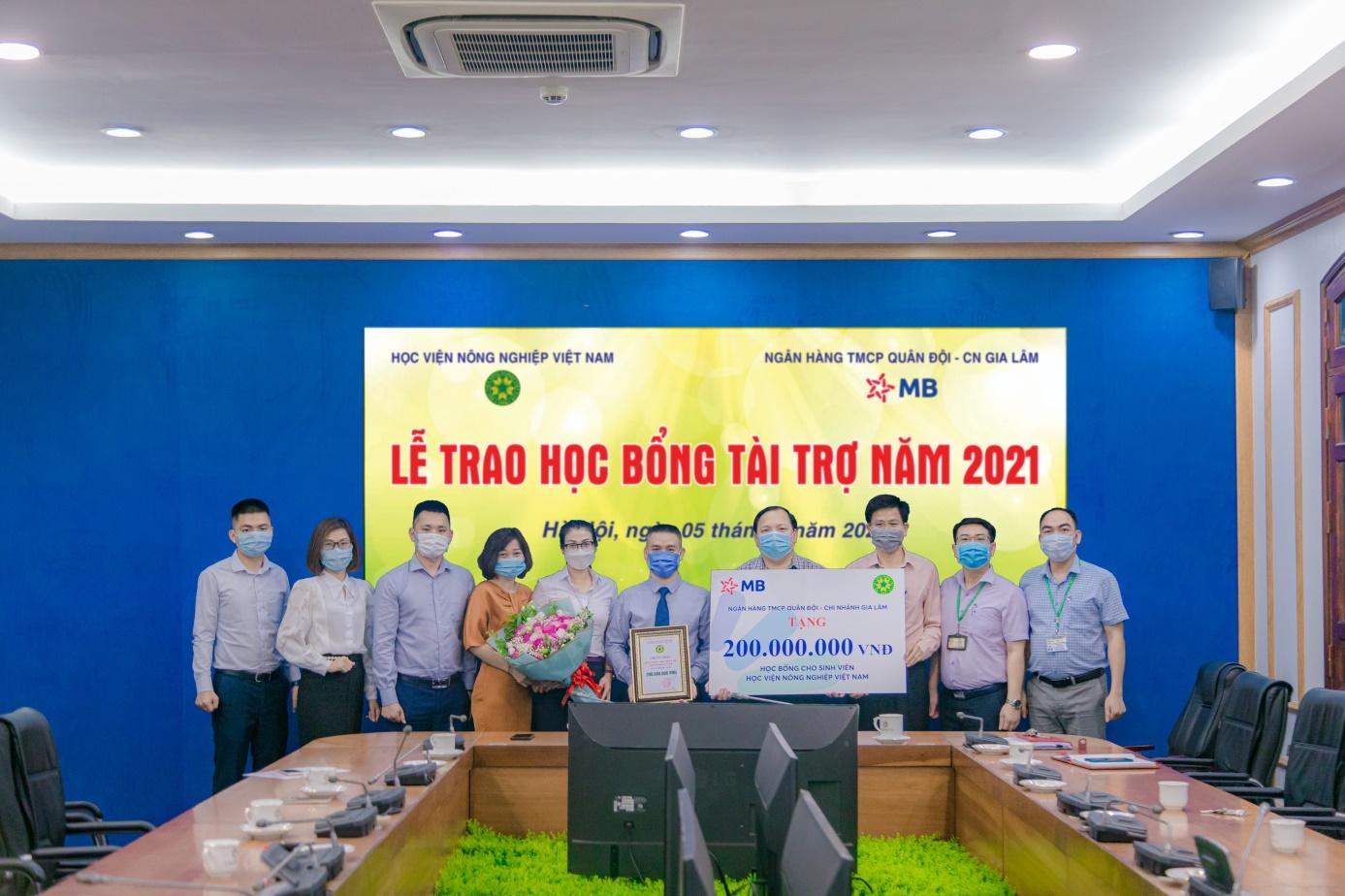 MB 200 triệu đồng học bổng cho Học viện Nông nghiệp Việt Nam - Ảnh 4.