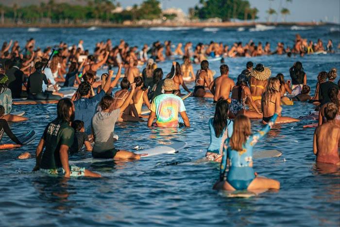 Mỹ: Hawaii quá tải du khách, khiến giới chức phải có động thái lạ - Ảnh 1.