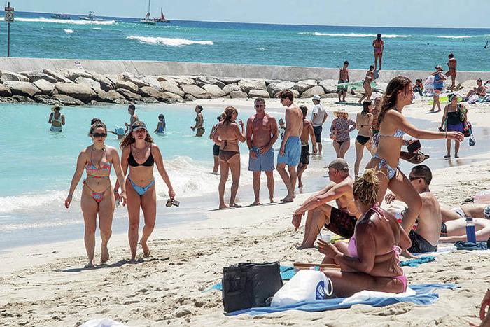 Mỹ: Hawaii quá tải du khách, khiến giới chức phải có động thái lạ - Ảnh 6.