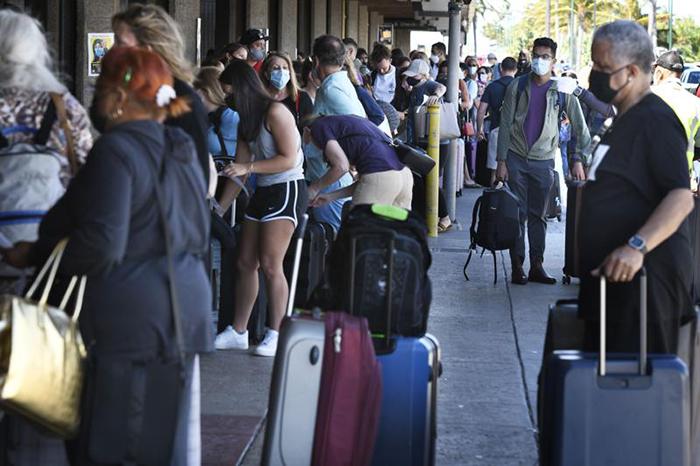 Mỹ: Hawaii quá tải du khách, khiến giới chức phải có động thái lạ - Ảnh 8.