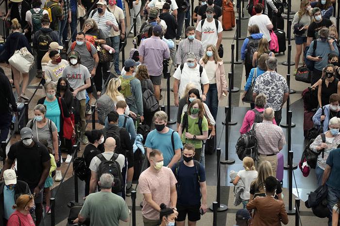 Mỹ: Hawaii quá tải du khách, khiến giới chức phải có động thái lạ - Ảnh 9.