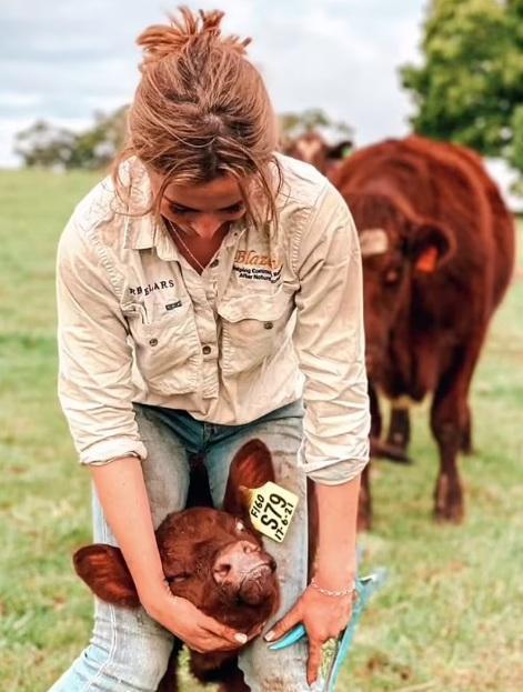 """Sốc: """"Cô gái chăn bò"""" cực nổi tiếng trên TikTok tự tử ở tuổi 19 - Ảnh 2."""