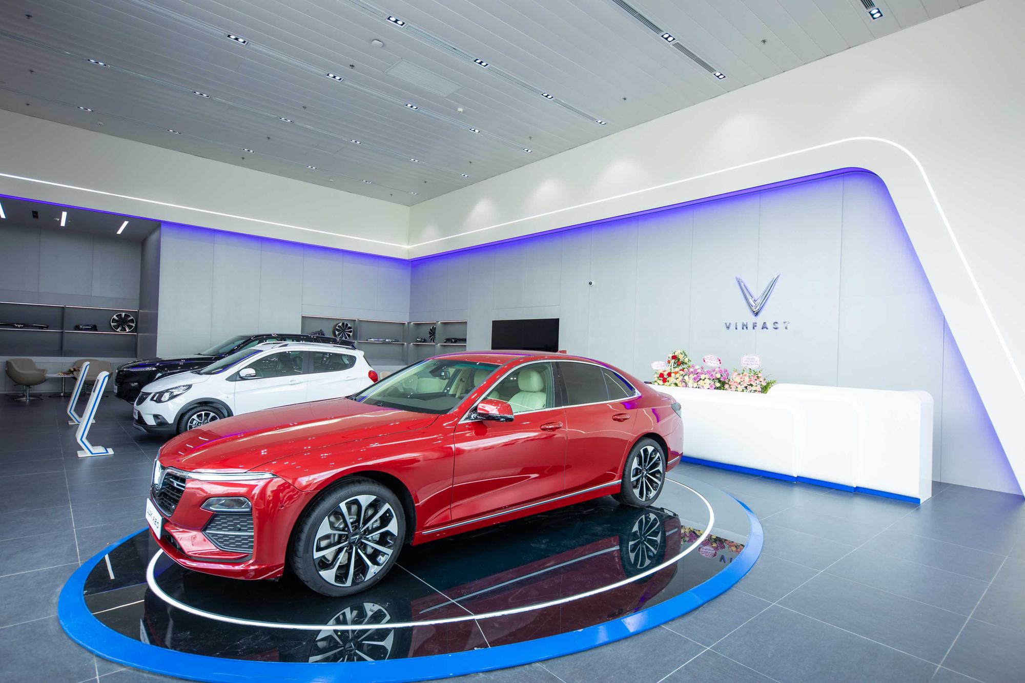 """VinFast khai trương showroom 3S Cẩm Phả, """"trình làng"""" diện mạo hoàn toàn mới - Ảnh 2."""