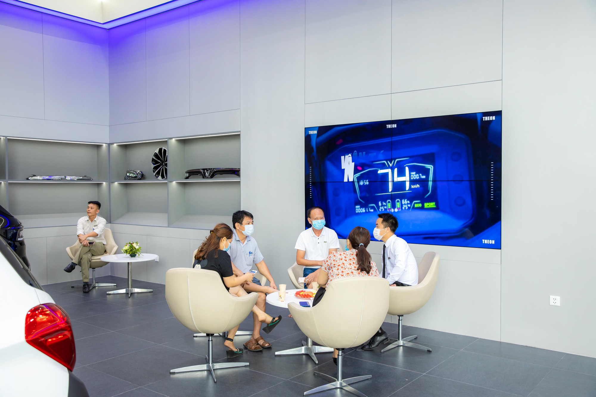 """VinFast khai trương showroom 3S Cẩm Phả, """"trình làng"""" diện mạo hoàn toàn mới - Ảnh 6."""