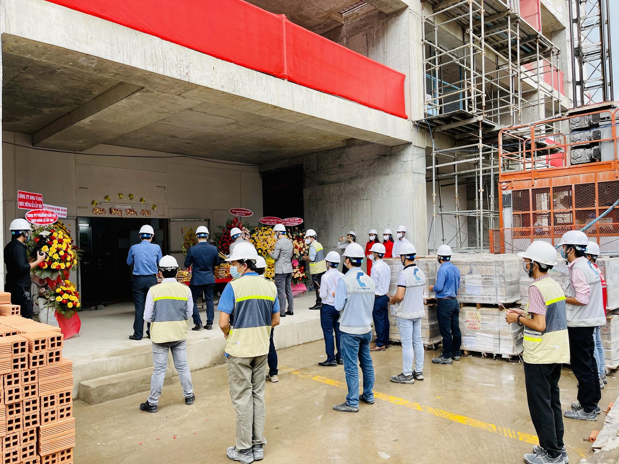 Phớt lờ Chỉ thị 16, hàng chục nhân viên Công ty C-Holdings của Cường 'đô la' vẫn tập trung trên 20 người - Ảnh 1.