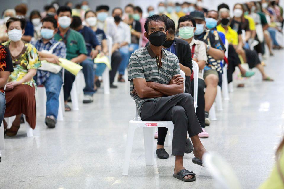 Covid-19 tăng đột biến ở châu Á: Nhật Bản, Thái Lan, Malaysia ghi nhận số ca nhiễm kỷ lục - Ảnh 1.