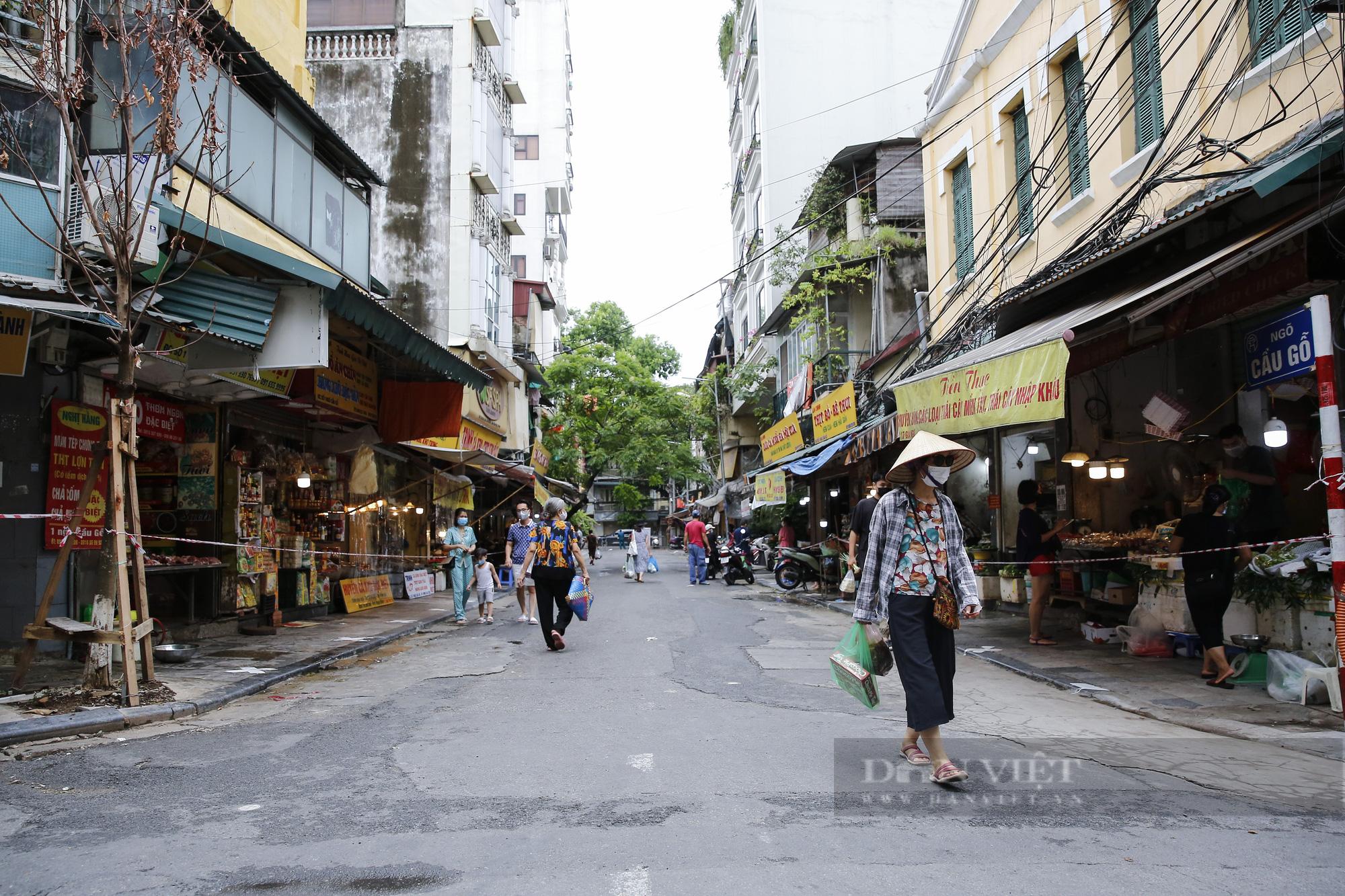"""Xem người dân phố cổ Hà Nội đi chợ """"nhà giàu"""" trong ngày giãn cách xã hội - Ảnh 10."""