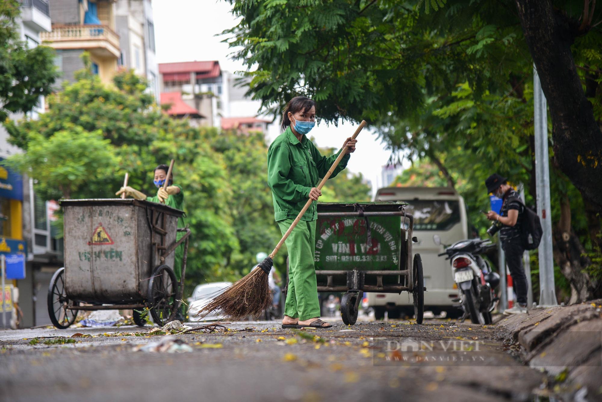 Công nhân vệ sinh môi trường: 'Thất thu' nhẹ mùa dịch, việc nhiều hơn - Ảnh 2.