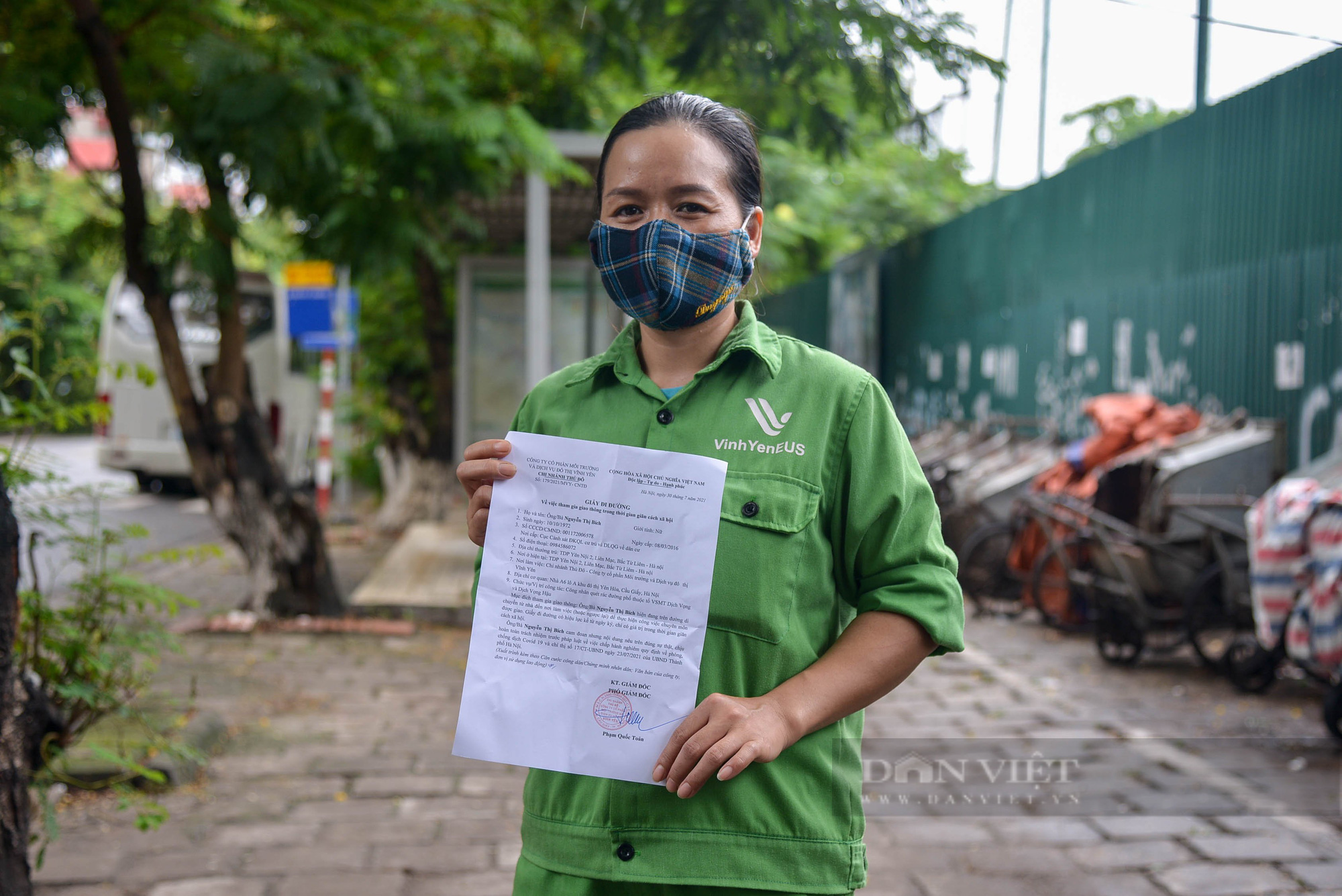 Công nhân vệ sinh môi trường: 'Thất thu' nhẹ mùa dịch, việc nhiều hơn - Ảnh 5.