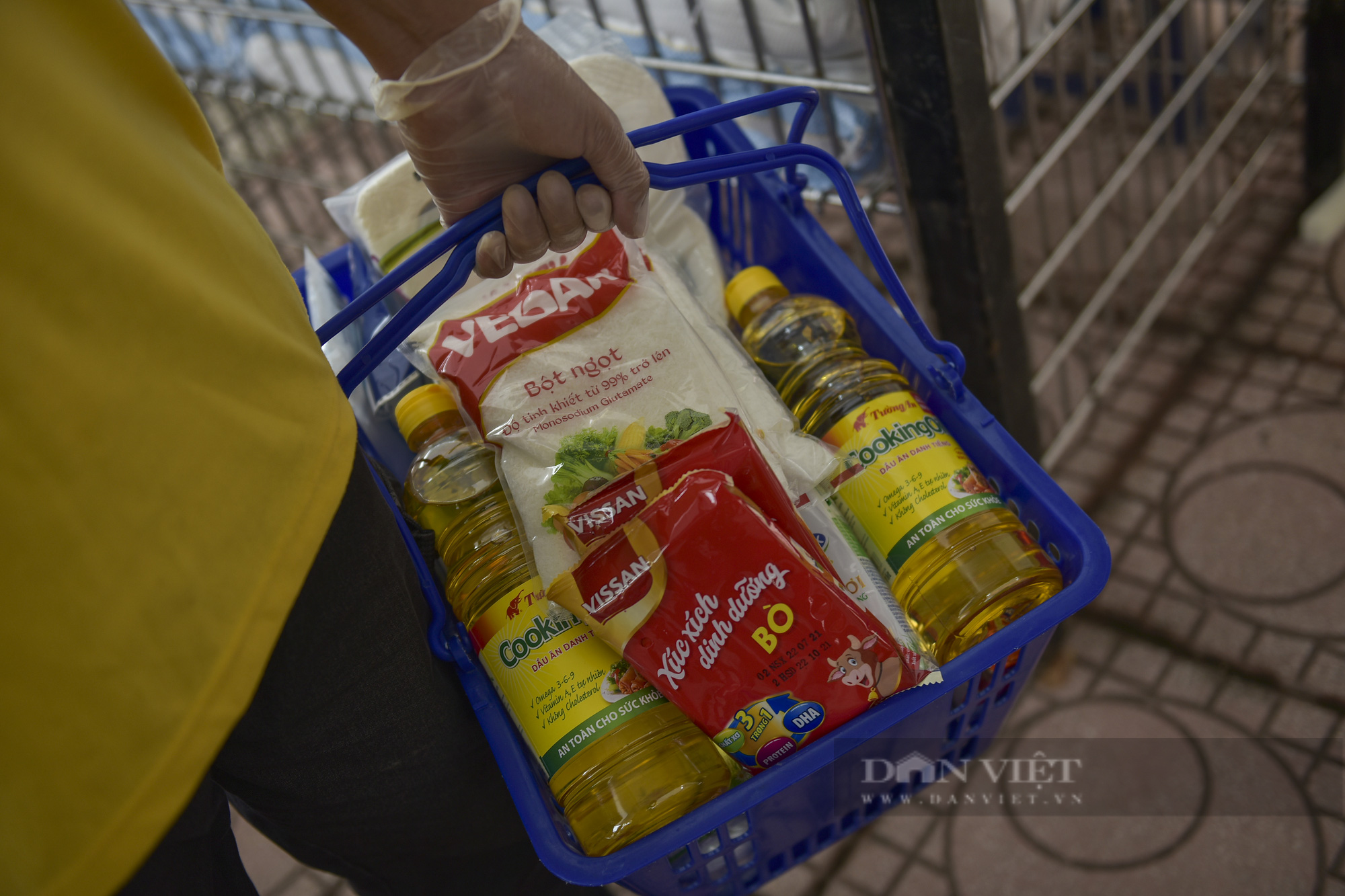 """Những người khó khăn đi siêu thị 0 đồng được mua 400.000: """"Ấm lòng giữa mùa dịch Covid-19"""" - Ảnh 9."""