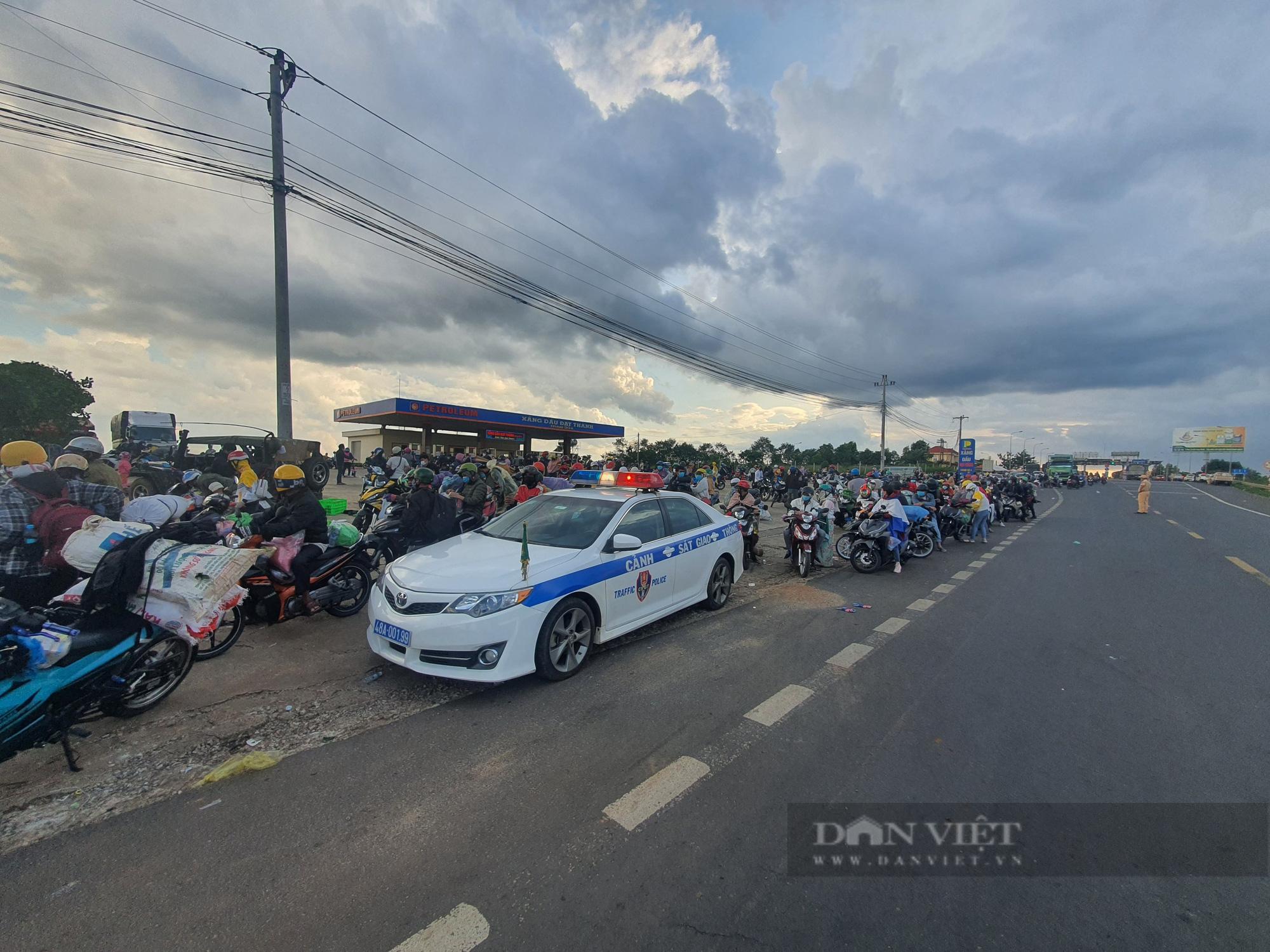 Đắk Lắk: Hủy kế hoạch đón công dân trở về vào phút chót, hàng trăm người kẹt lại giữa tâm dịch Sài Gòn - Ảnh 2.