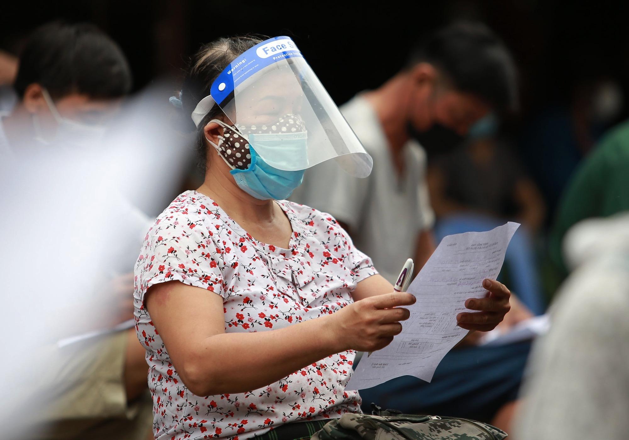 Hà Nội: Tạm dừng hoạt động chợ Phùng Khoang, xét nghiệm hàng trăm tiểu thương sau khi người bán rau nhiễm Covid-19 - Ảnh 3.