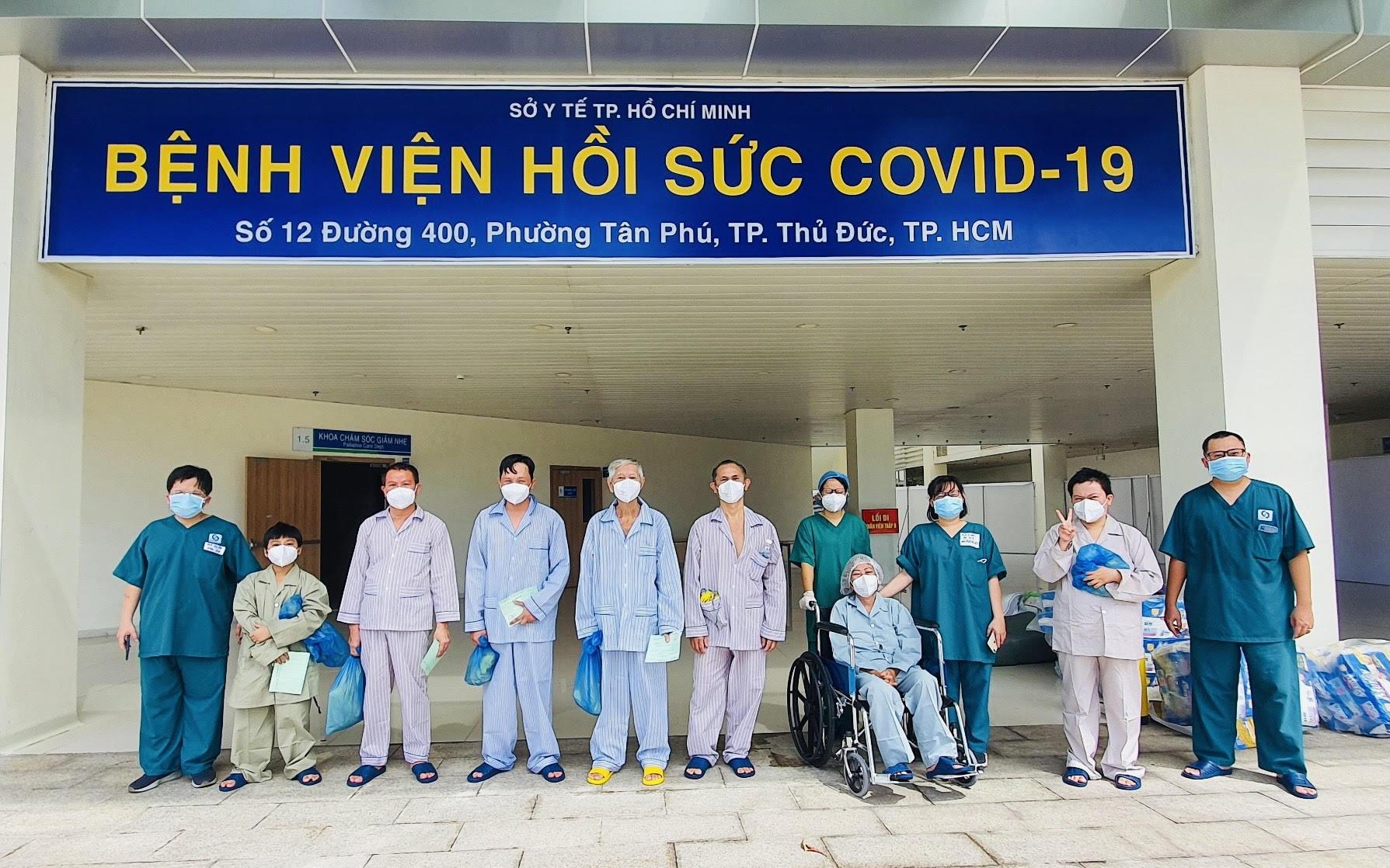 Bệnh viện hồi sức Covid-19 TP.HCM: 10 bệnh nhân nặng được xuất viện