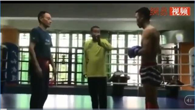 """""""Cao thủ"""" Hình Ý Quyền Trung Quốc múa may, bị võ sĩ MMA hạ trong... 1 phút - Ảnh 1."""