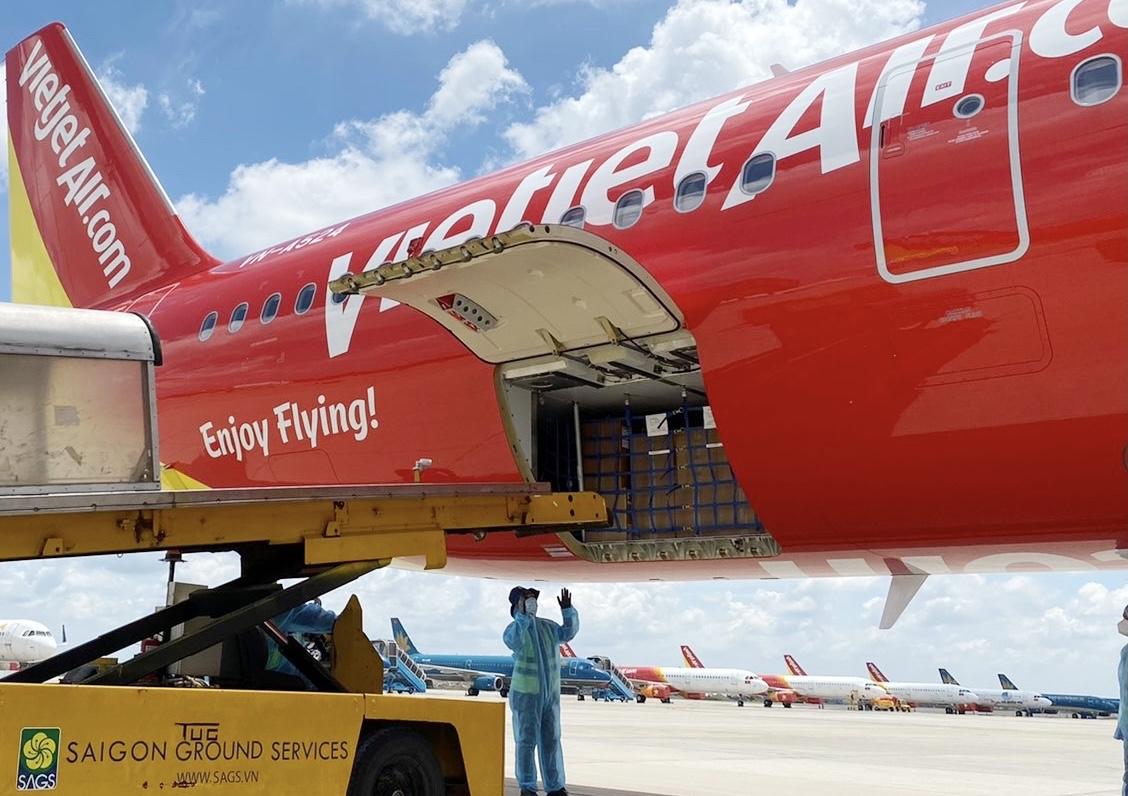 Chuyến bay Vietjet chở 200 máy thở cao cấp, hiện đại từ Đức đã hạ cánh - Ảnh 2.