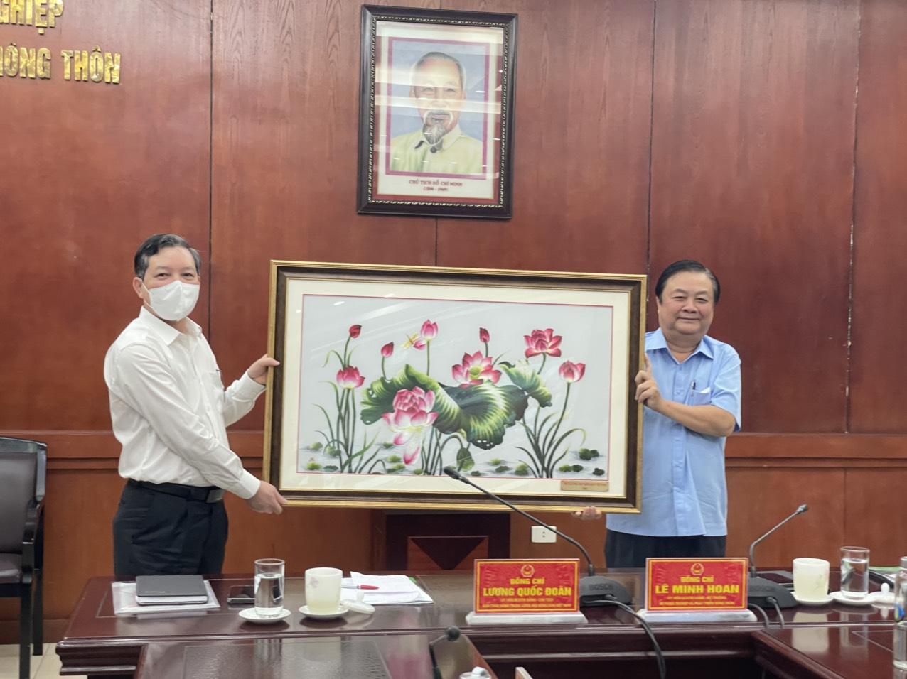 Hội Nông dân Việt Nam-Bộ NNPTNT: Phối hợp xây dựng hình ảnh người nông dân thông minh - Ảnh 3.