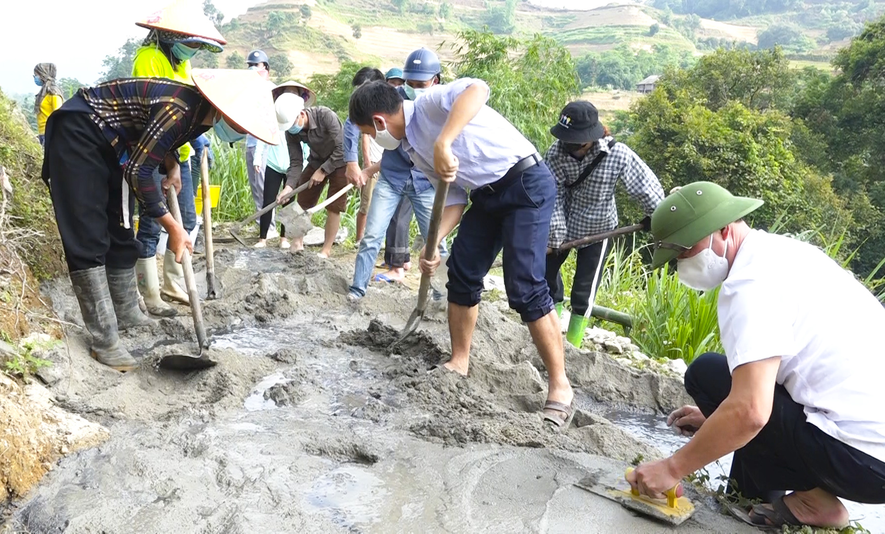 Điểm sáng trong xây dựng nông thôn mới ở xã nghèo vùng biên - Ảnh 2.