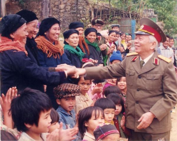 Chuyện Đại tướng Võ Nguyên Giáp đề nghị khôi phục hang Cốc Bó và điều chỉnh đường Hồ Chí Minh - Ảnh 1.
