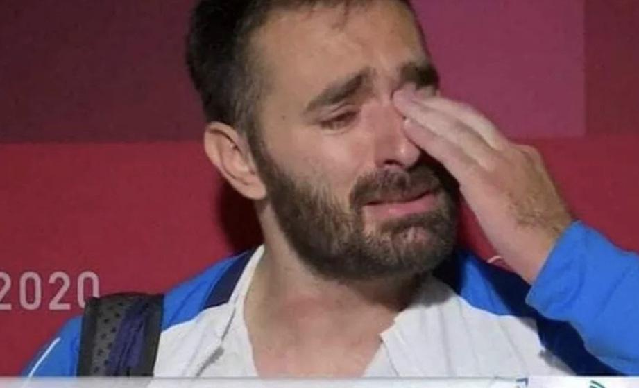 Lực sĩ Hy Lạp khóc nức nở trên truyền hình, tuyên bố giải nghệ vì quá nghèo - Ảnh 1.