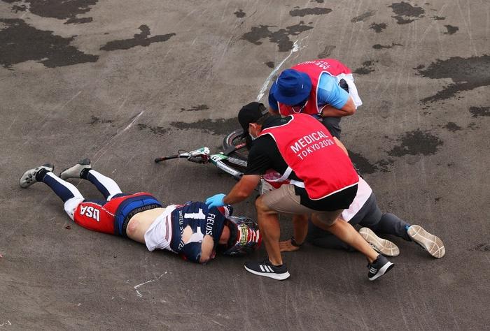 Nhà vô địch Olympic gặp tai nạn, bị xuất huyết não, gãy xương sườn, dập phổi - Ảnh 5.