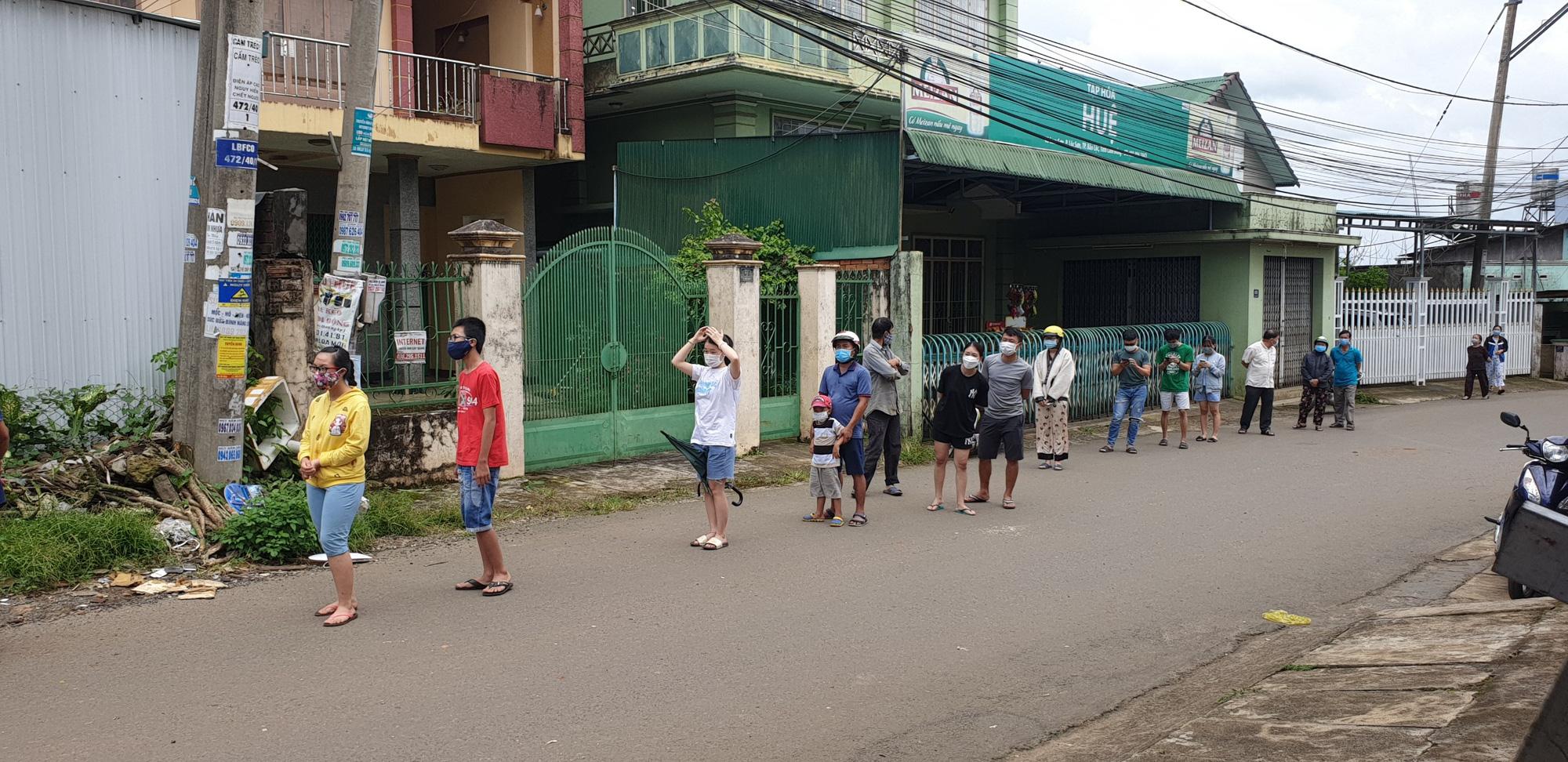 Lâm Đồng: Vận động người dân không ra khỏi nhà sau 21 giờ hôm trước đến 5 giờ sáng hôm sau - Ảnh 2.