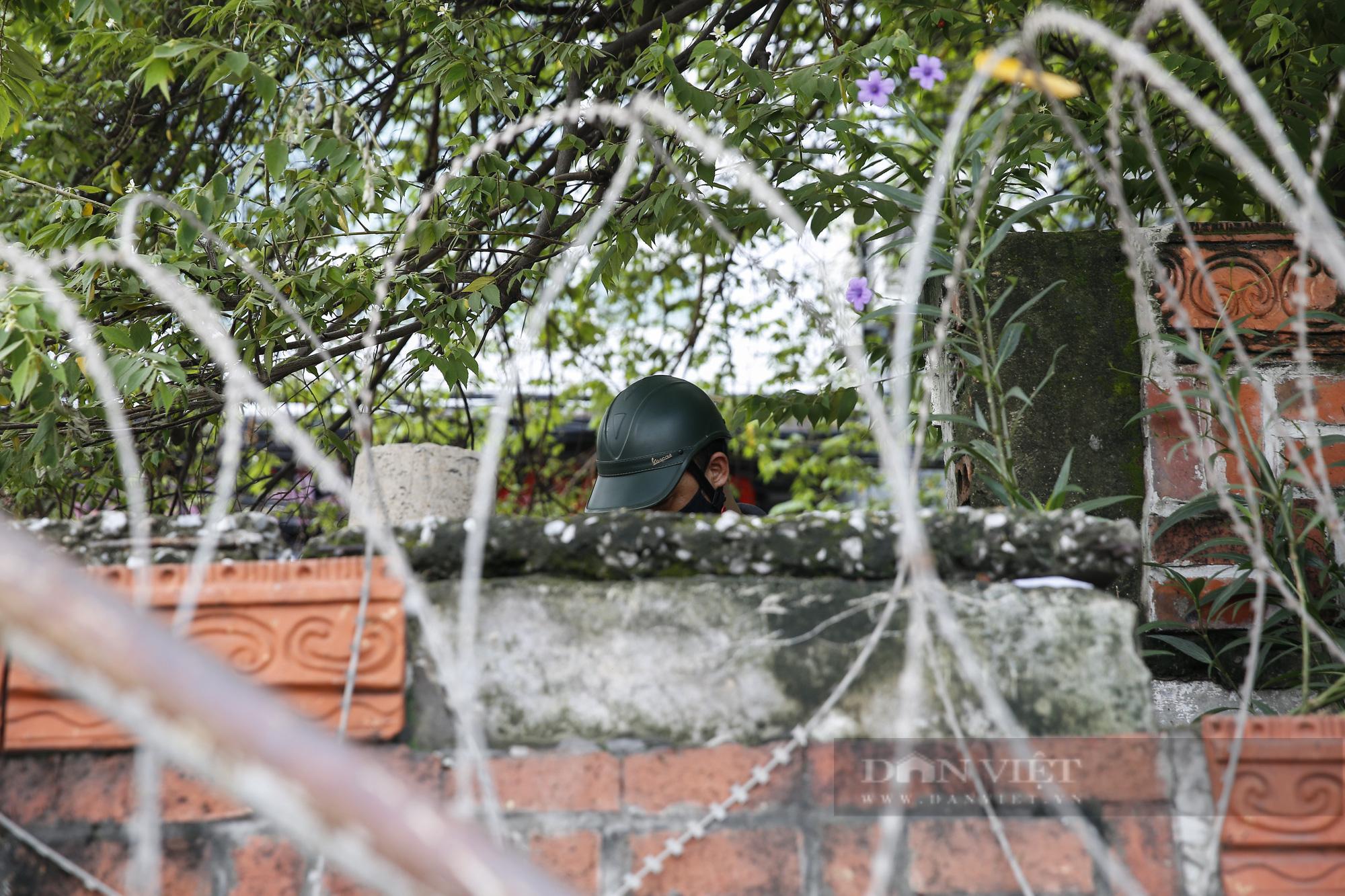 Hà Nội: Lập hàng rào dây thép gai tại khu vực phong tỏa để ngăn người vi phạm Chỉ thị cách ly - Ảnh 5.