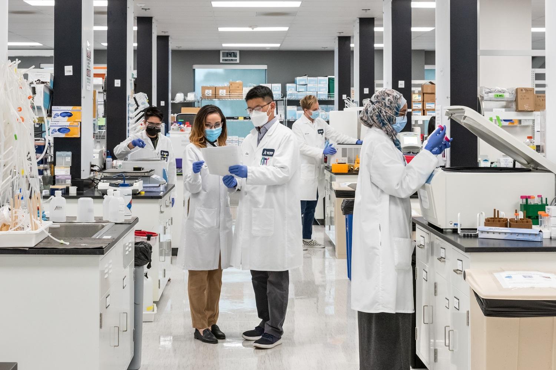 Vingroup nhận chuyển giao độc quyền công nghệ sản xuất vắc xin mRNA phòng Covid-19 tại Việt Nam - Ảnh 1.