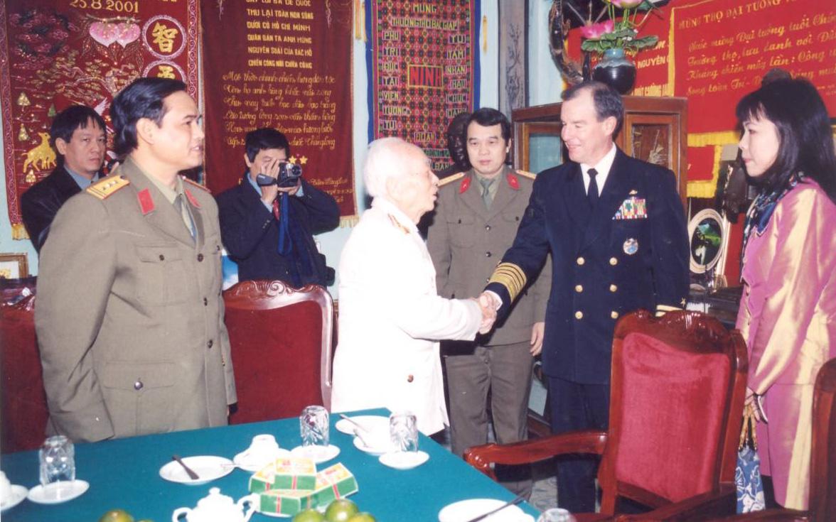 Đại tướng Võ Nguyên Giáp và sự quan tâm thúc đẩy quan hệ quốc phòng Việt – Mỹ