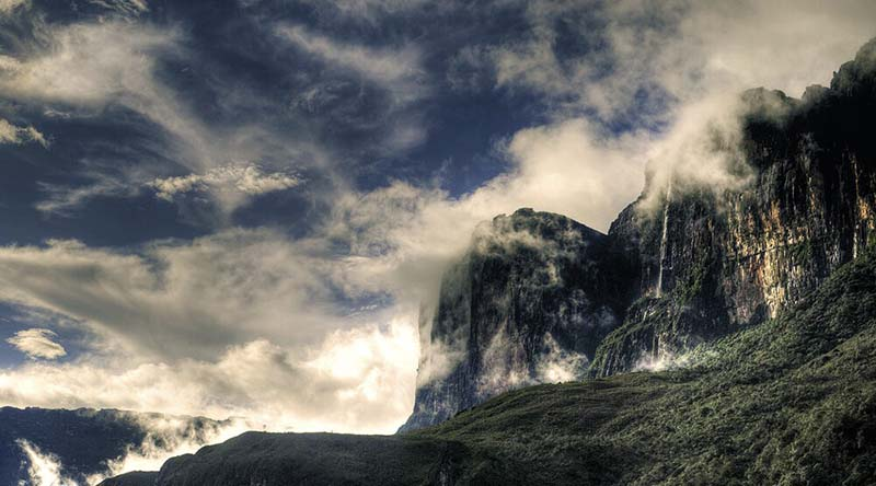 """Du lịch Venezuela: Trekking lên đỉnh """"thế giới đã mất"""" của các Thần linh - Ảnh 1."""