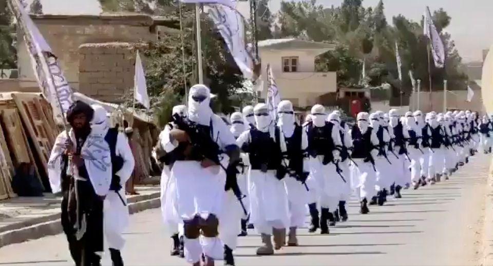 Người dân Afghanistan sợ hãi mỗi khi Taliban gõ cửa - Ảnh 1.
