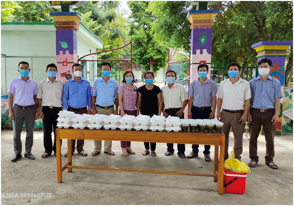 Hội Nông dân Nghệ An chung sức cùng lực lượng chức năng chung tay phòng chống dịch Covid-19 - Ảnh 2.