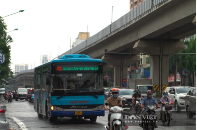 Hà Nội xây dựng thẻ xanh, tần suất, lộ trình để xe buýt hoạt động trở lại - Ảnh 1.