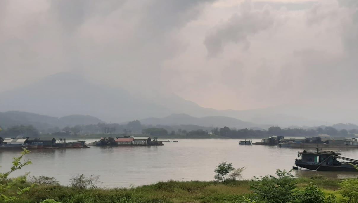 Phú Thọ: Tạm dừng hoạt động khai thác cát, sỏi trên tuyến sông Đà - Ảnh 1.