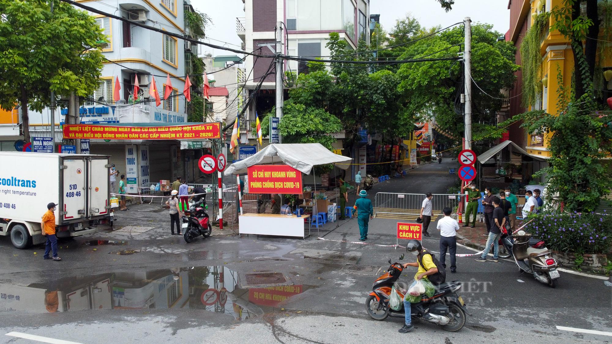 Hà Nội: Bên trong vùng cách ly y tế diện rộng ở phường Giáp Bát  - Ảnh 2.