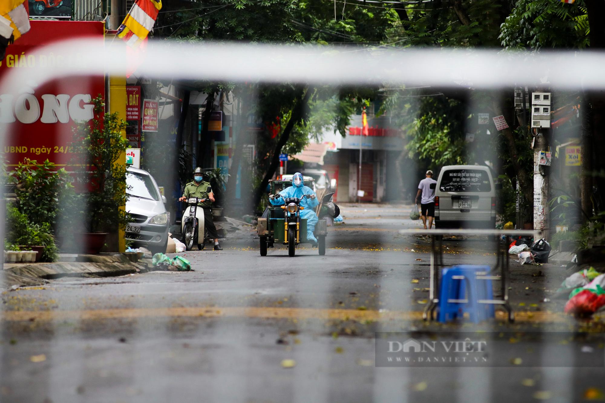 Hà Nội: Bên trong vùng cách ly y tế diện rộng ở phường Giáp Bát  - Ảnh 3.