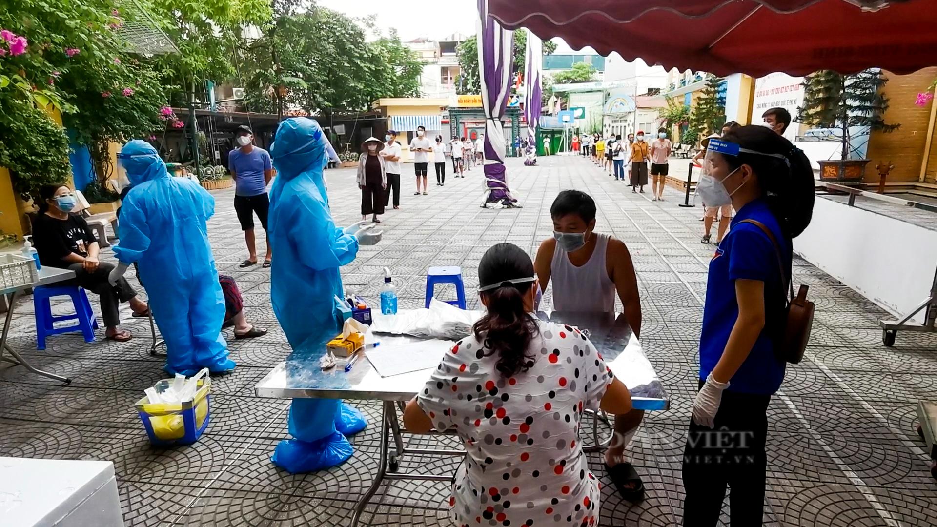 Hà Nội: Bên trong vùng cách ly y tế diện rộng ở phường Giáp Bát  - Ảnh 7.