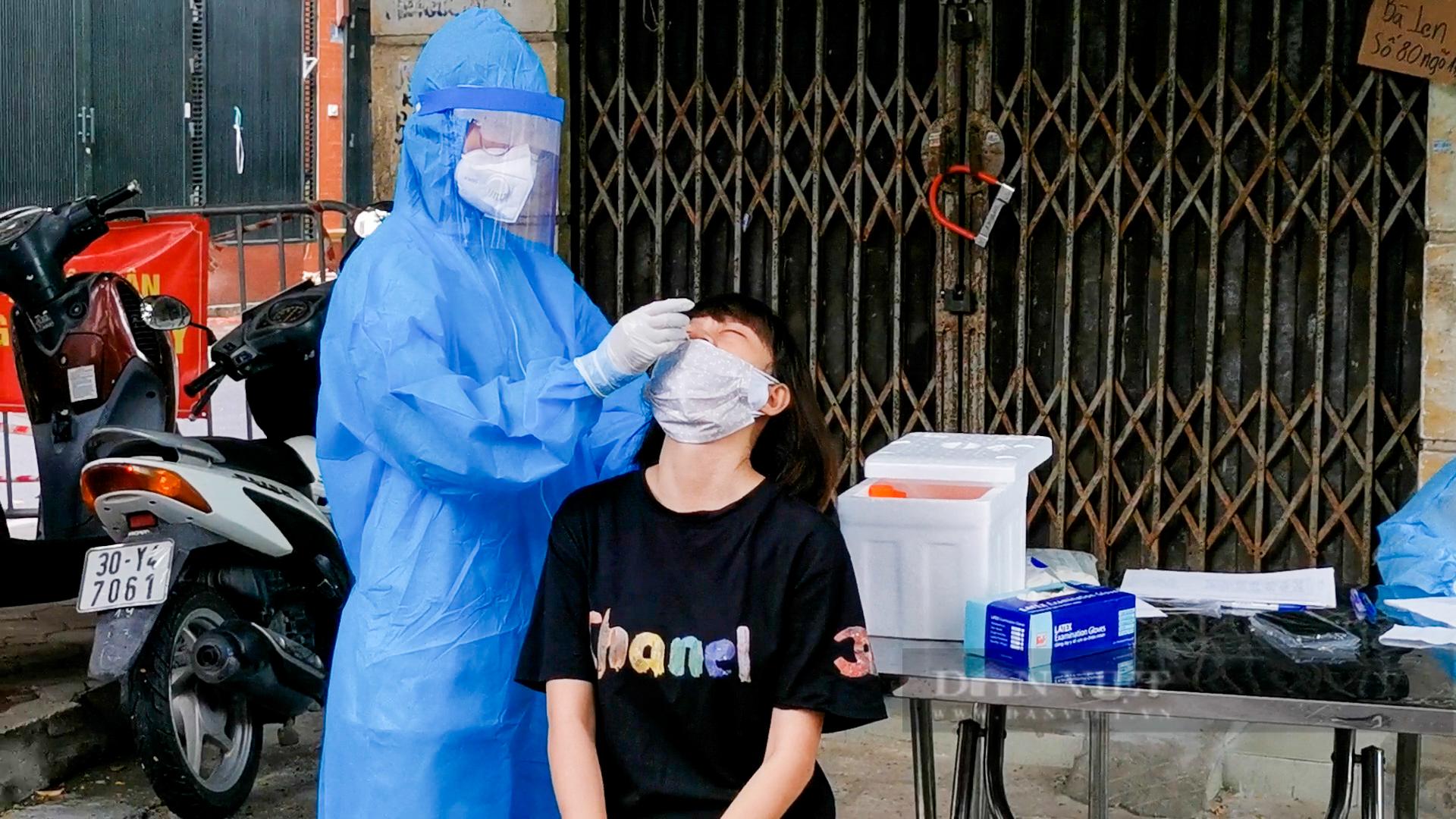 Hà Nội: Bên trong vùng cách ly y tế diện rộng ở phường Giáp Bát  - Ảnh 9.