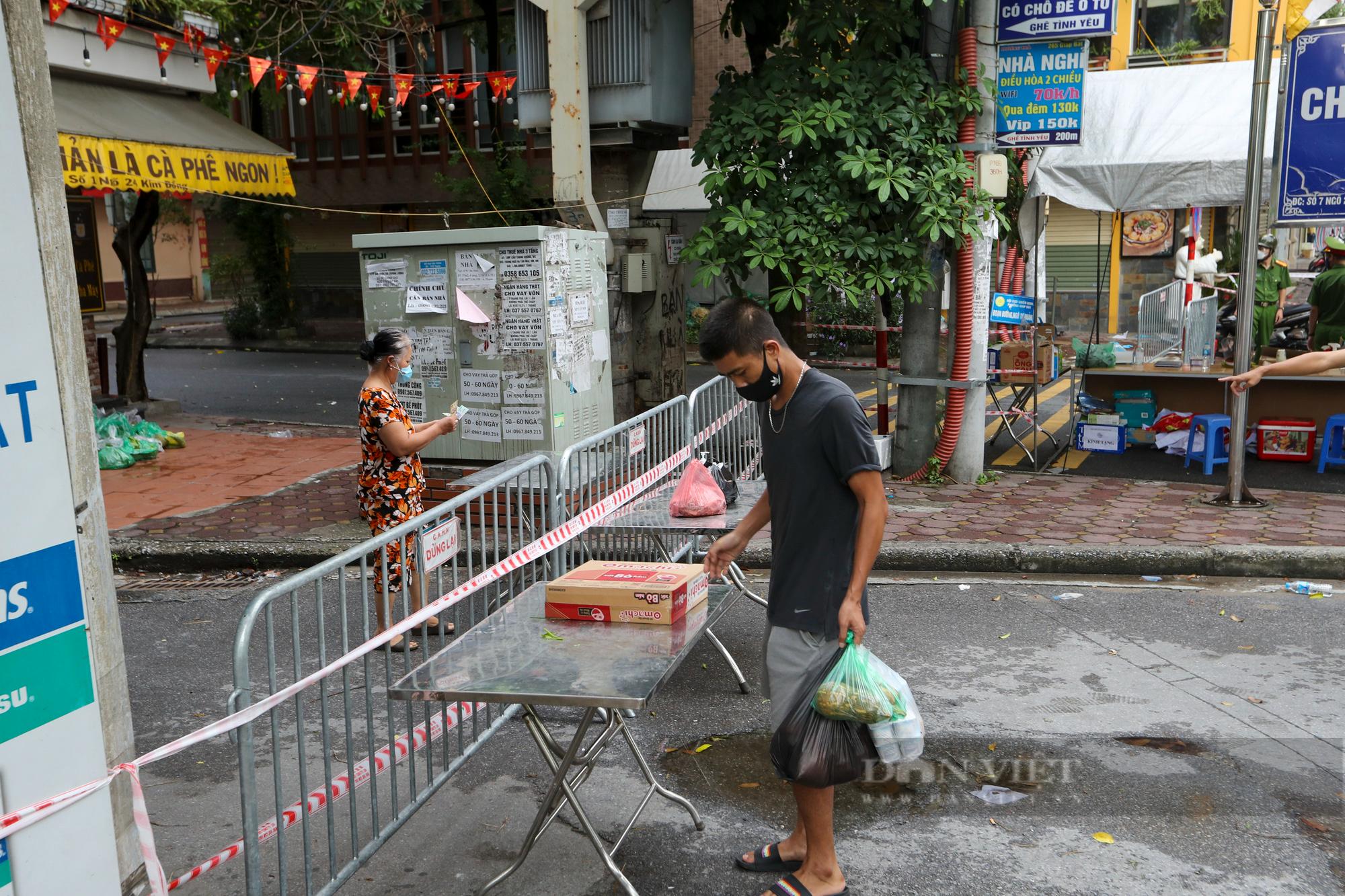Hà Nội: Bên trong vùng cách ly y tế diện rộng ở phường Giáp Bát  - Ảnh 10.