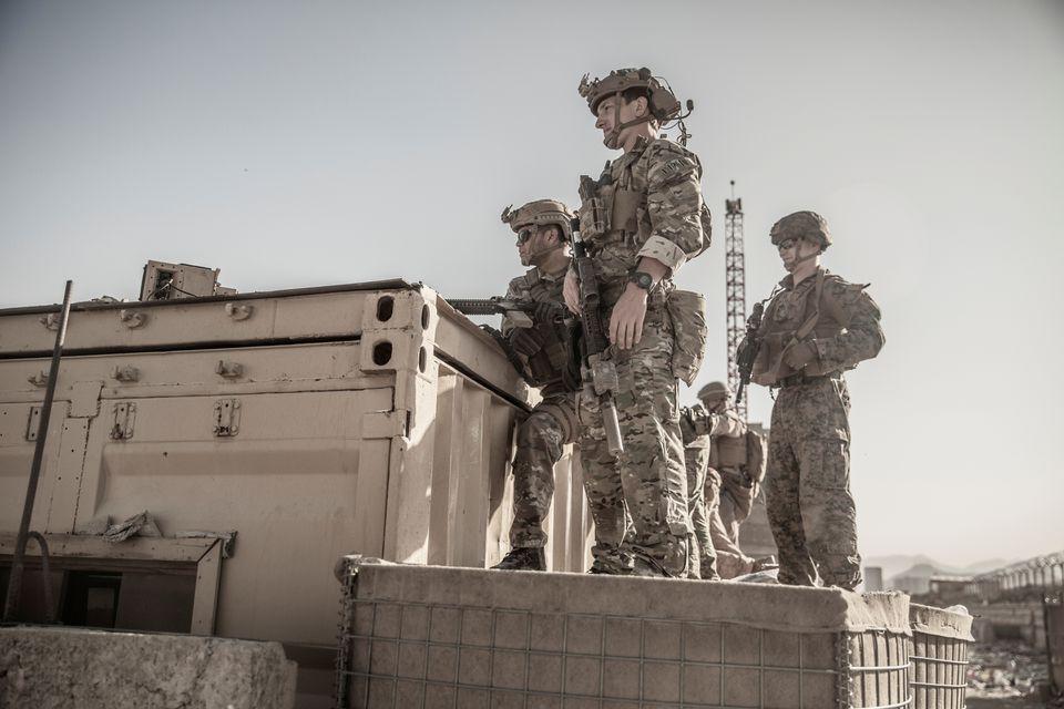 Mỹ tung đòn đáp trả sau vụ đánh bom kinh hoàng ở sân bay Kabul - Ảnh 1.