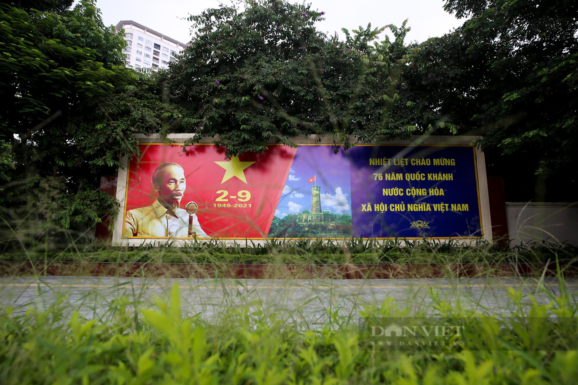 Đường phố Hà Nội rực rỡ sắc đỏ chào mừng Quốc khánh 2/9 - Ảnh 7.