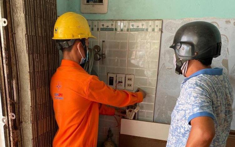 Miền Trung: Nắng nóng và dịch Covid-19 khiến tiền điện tăng vọt