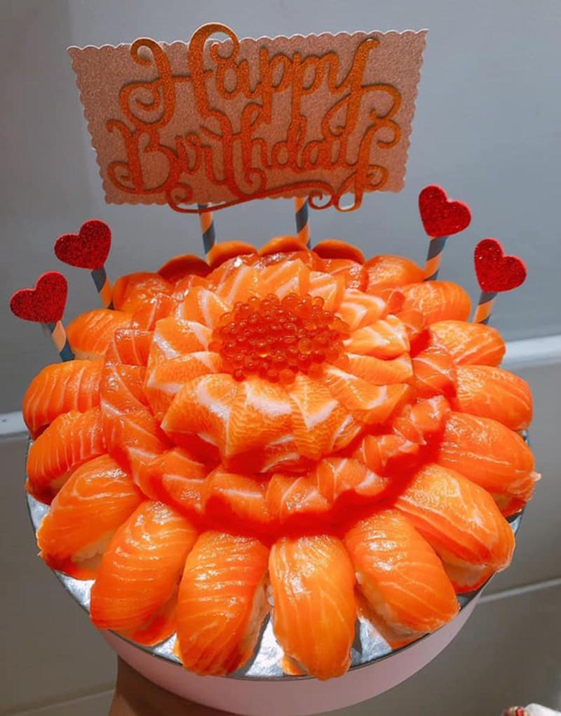 """""""Mục sở thị"""" bánh sinh nhật làm từ cá sống giá cả triệu đồng/chiếc, phải đặt trước may ra mới có - Ảnh 2."""