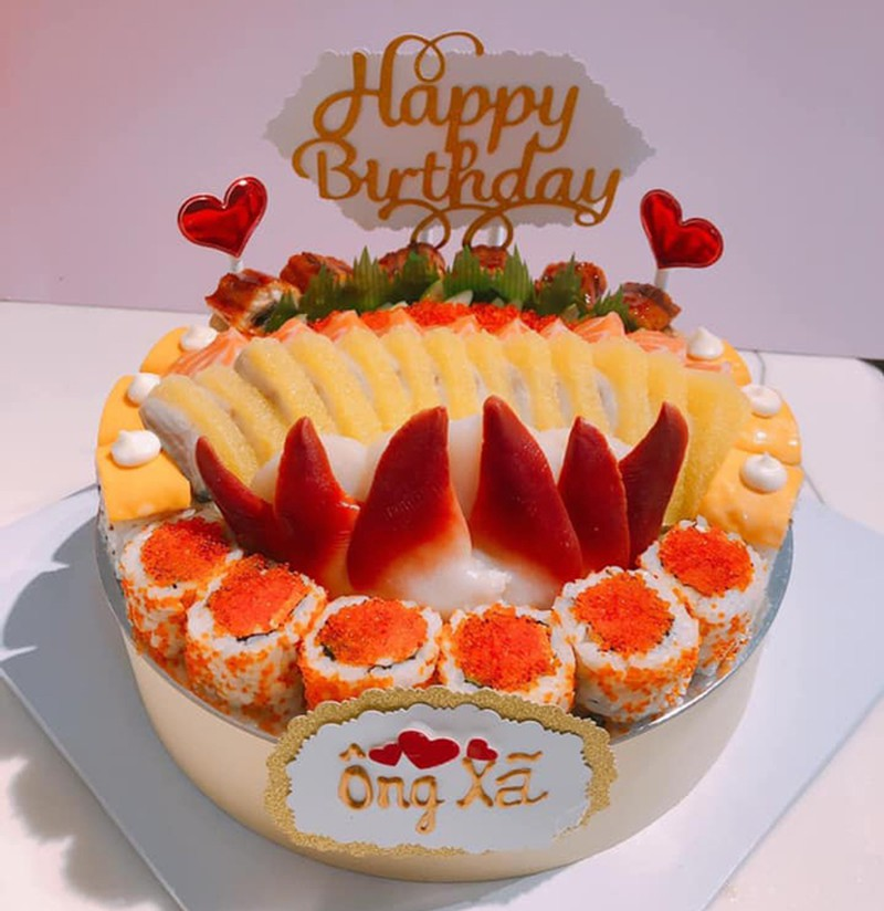 """""""Mục sở thị"""" bánh sinh nhật làm từ cá sống giá cả triệu đồng/chiếc, phải đặt trước may ra mới có - Ảnh 4."""