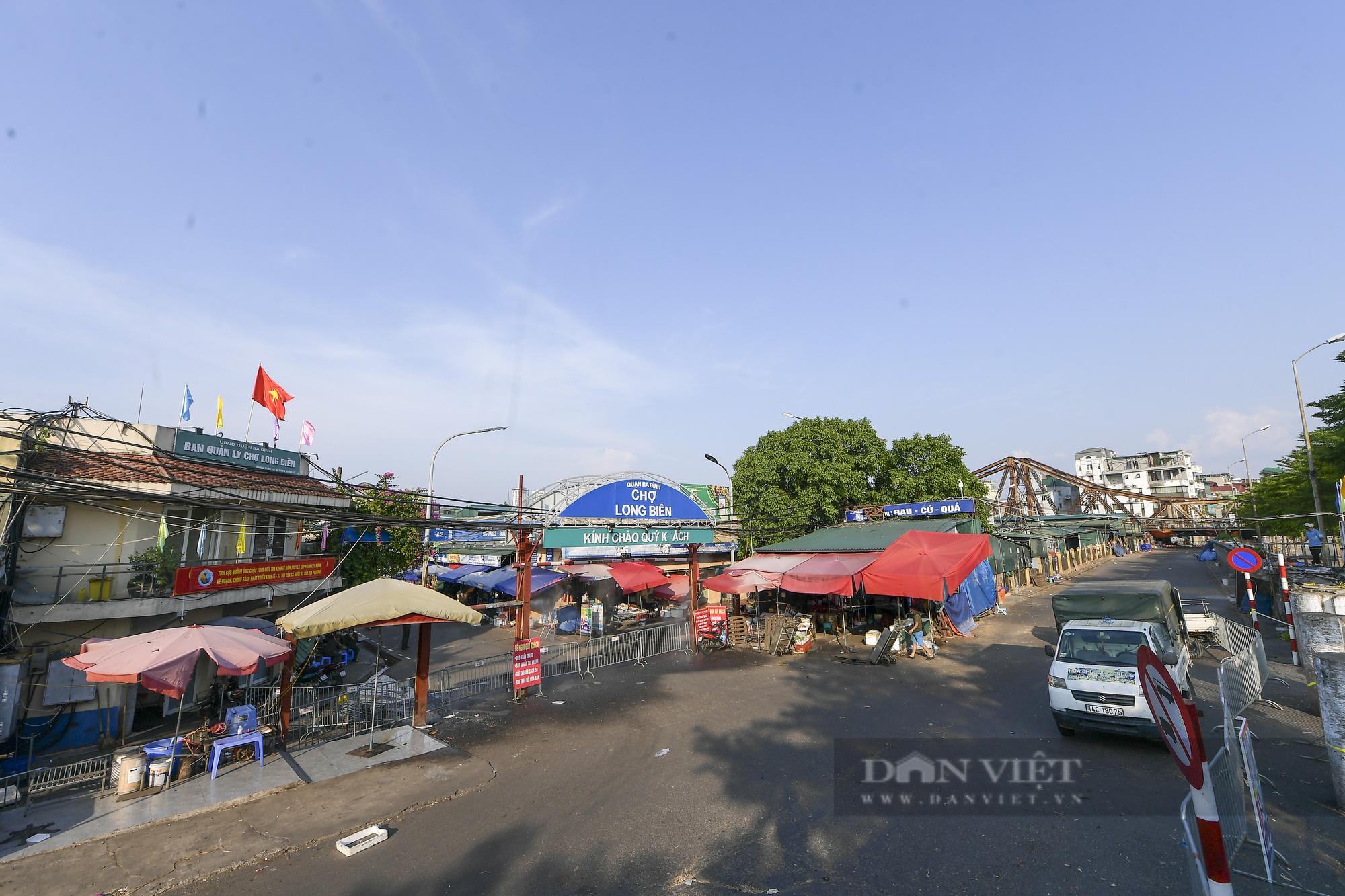 Hà Nội: Phong toả toàn bộ chợ Long Biên do liên quan tới ca dương tính SARS-CoV-2 - Ảnh 7.