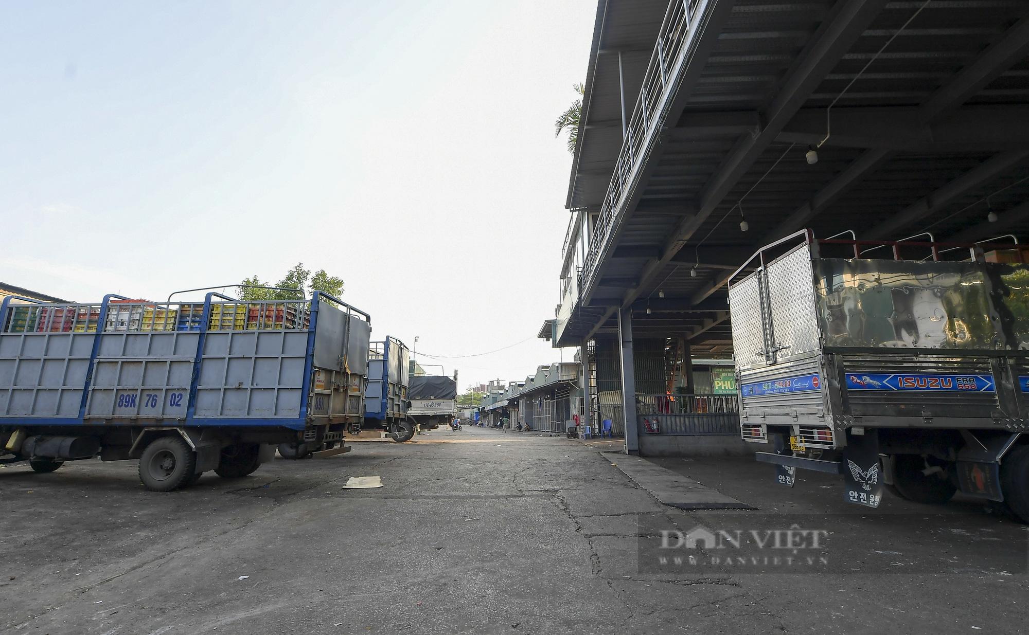 Hà Nội: Phong toả toàn bộ chợ Long Biên do liên quan tới ca dương tính SARS-CoV-2 - Ảnh 8.