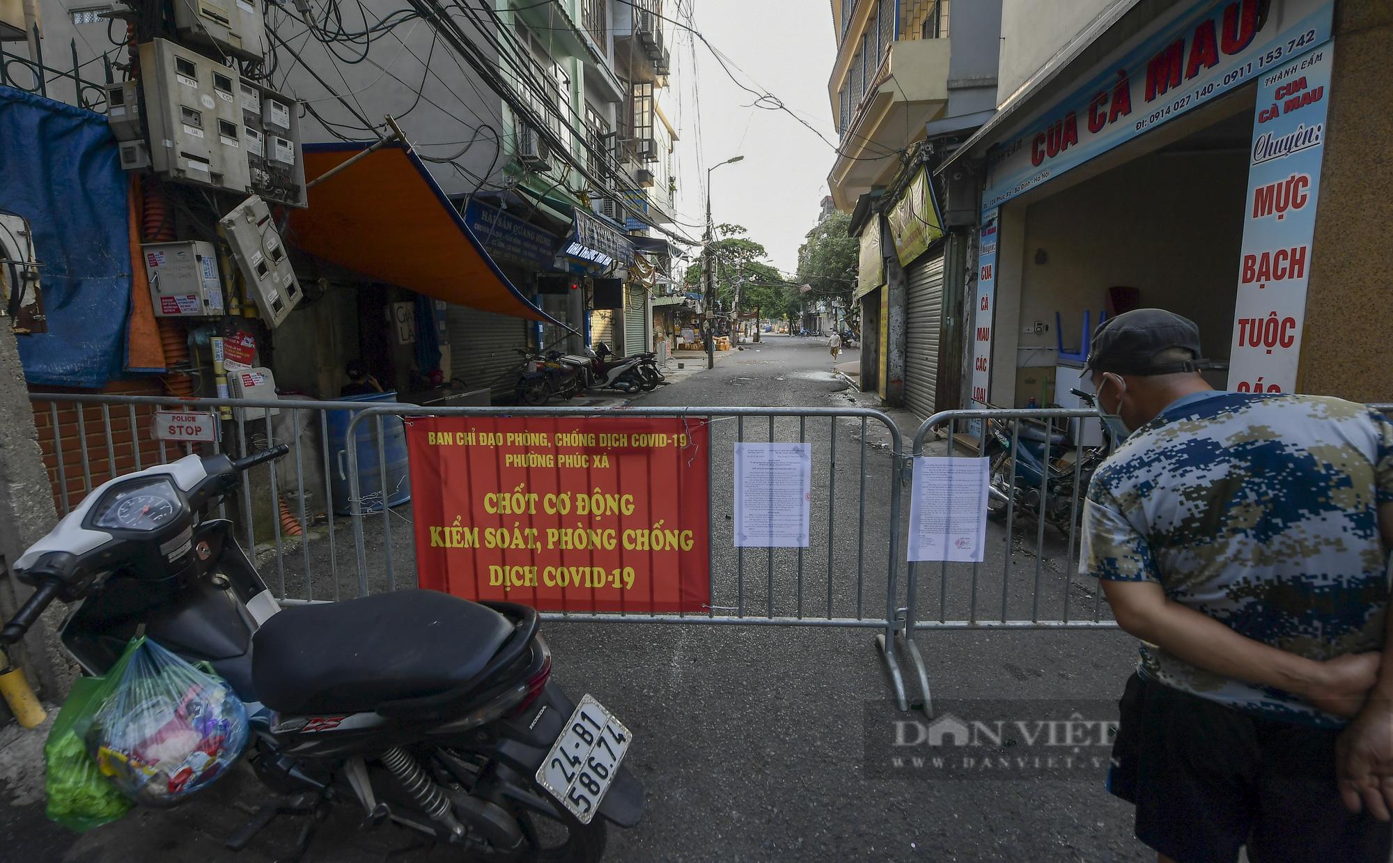 Hà Nội: Phong toả toàn bộ chợ Long Biên do liên quan tới ca dương tính SARS-CoV-2 - Ảnh 10.