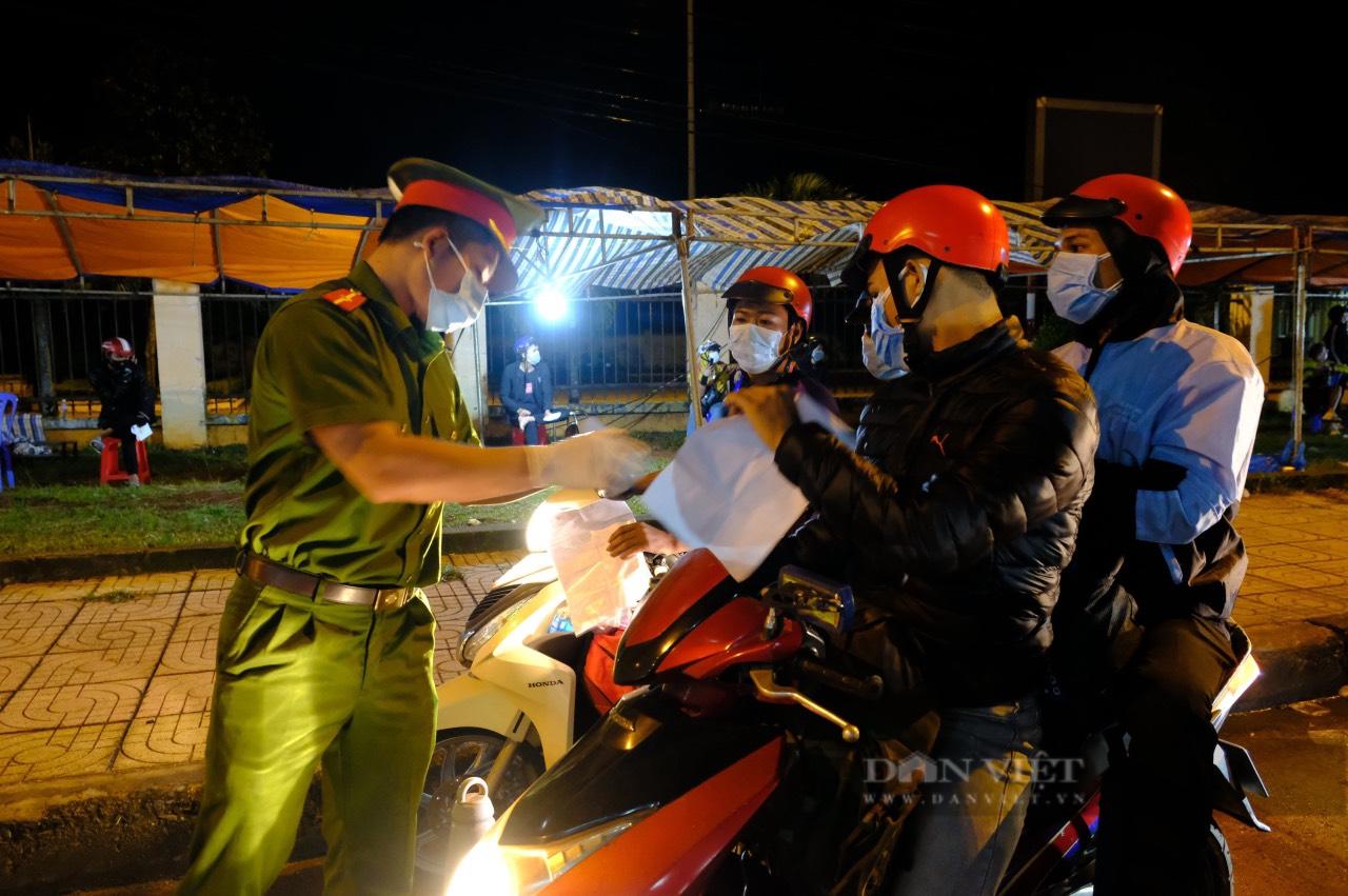 Đắk Lắk: 2 thanh niên trốn cách ly khỏi địa phương bị phạt 15 triệu đồng - Ảnh 1.